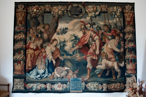 Largest_collection_of_tapestry
